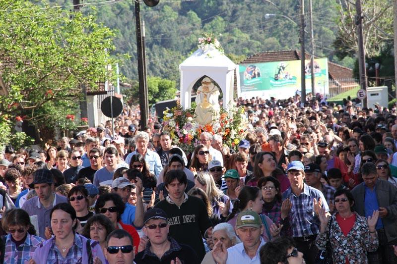 Homenagem: Nossa Senhora Aparecida ganha estátua maior que Cristo Redentor