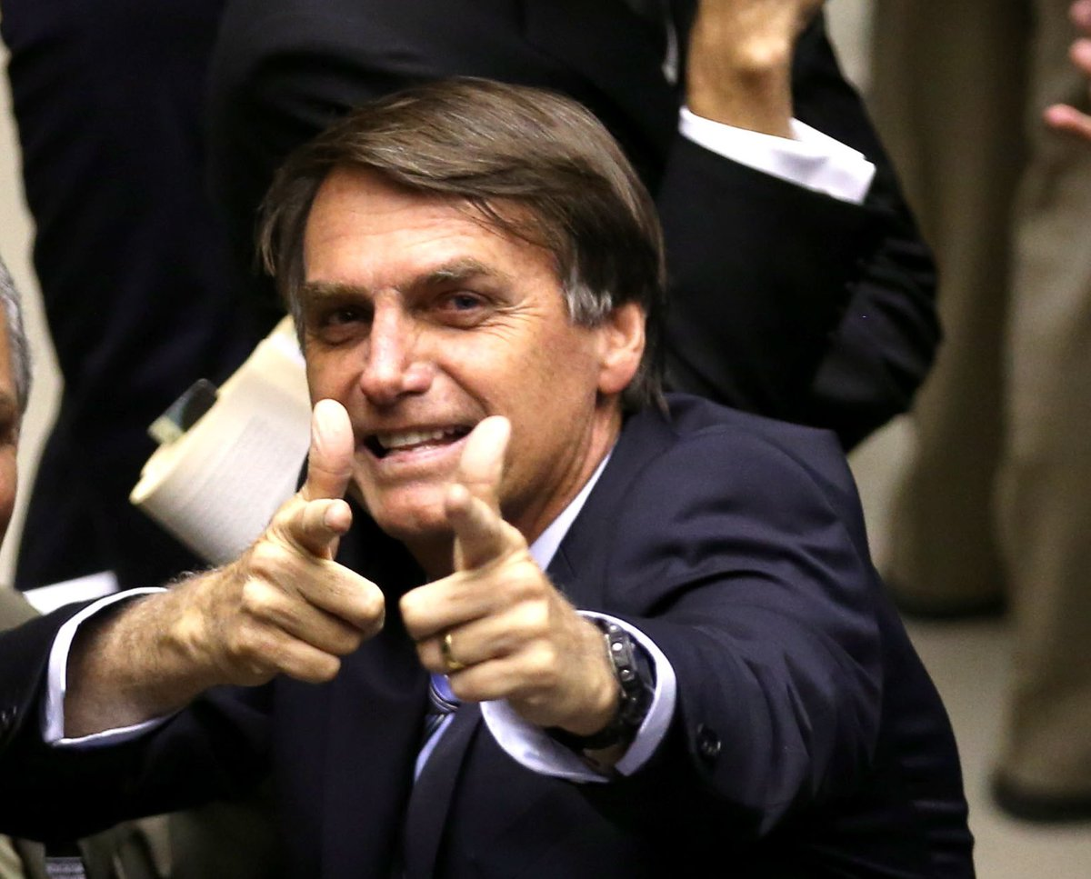 Em carreata em Belém, Bolsonaro exalta general que defendeu intervenção militar