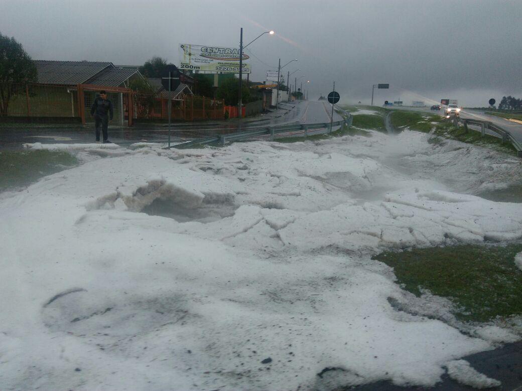 Fortes temporais atingem várias regiões do Estado e causam estragos