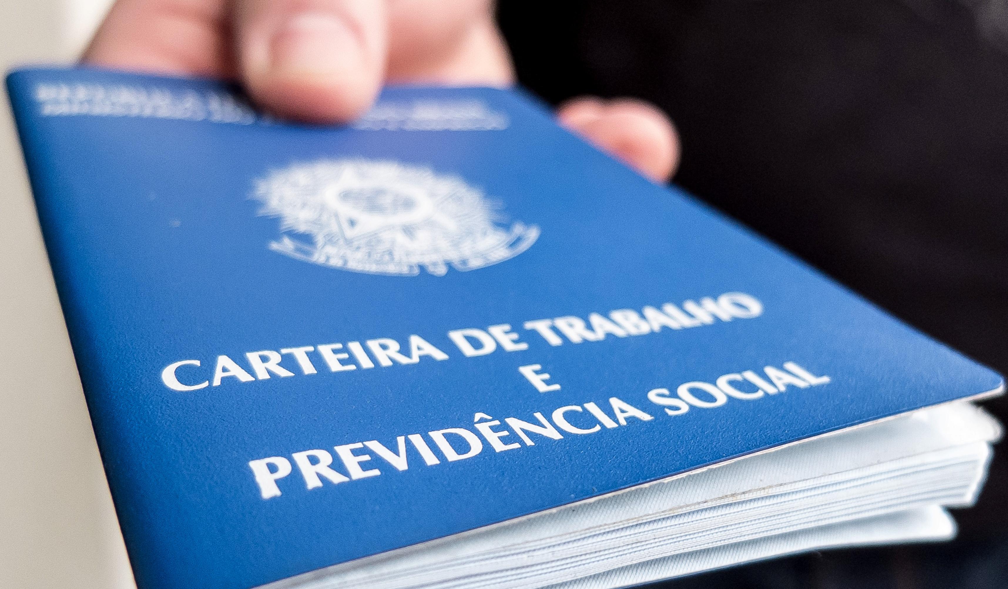 Brasil perde 12.292 vagas com carteira assinada em novembro