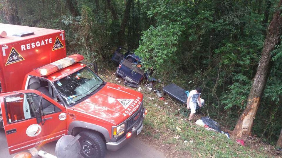 Acidente entre carro e caminhão deixa 4 mortos na BR-153