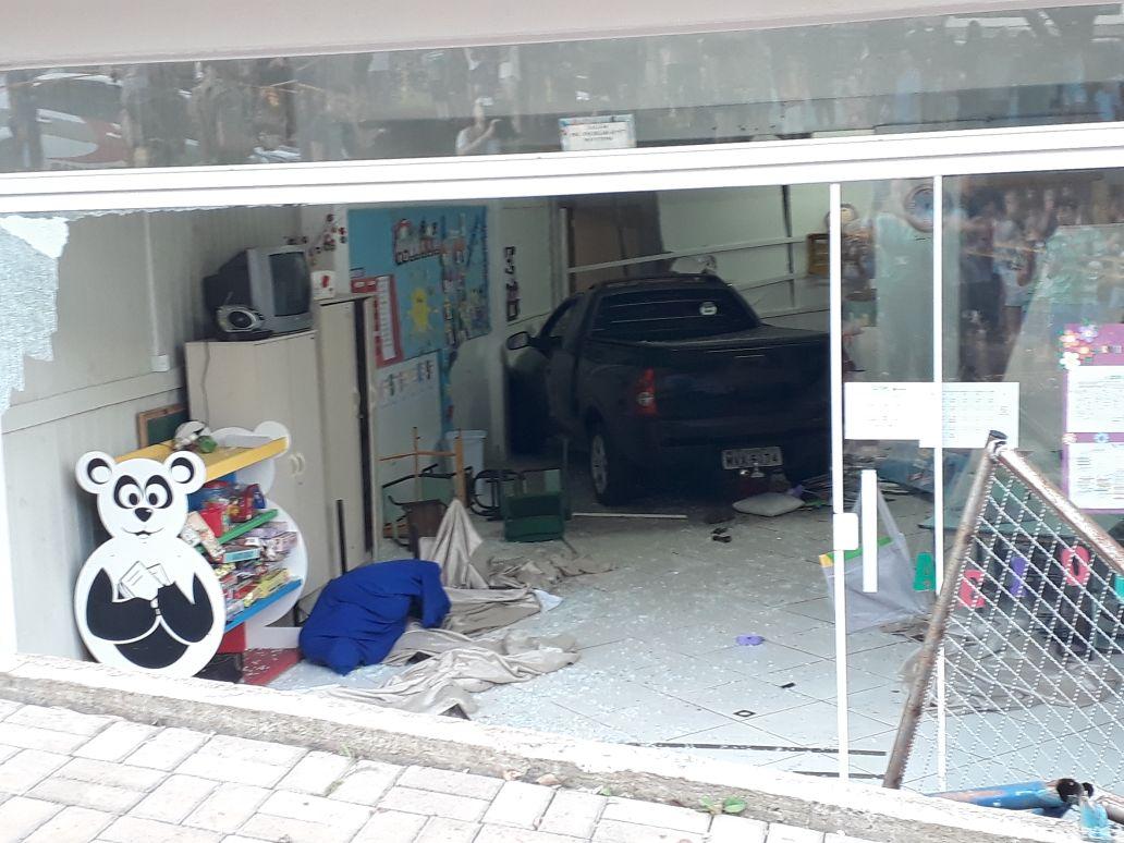 Motorista embriagado invade creche e deixa crianças feridas
